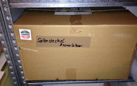 Beschriftete Kisten